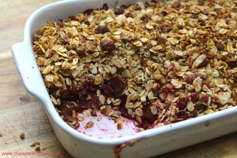 How Could You Resist This Mouthwatering Fruit Crumble?!